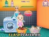 Малышка Рози моет кукол