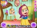 Маша играет в переодевалки